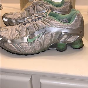 Nike shox size 9 green and silver